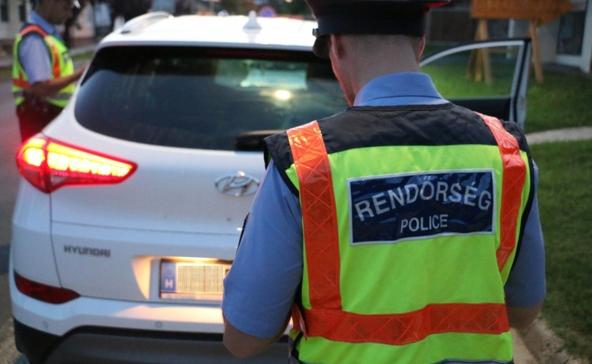 Három, köztük egy 16 éves járművezetőt is őrizetbe vettek