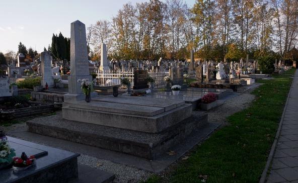 Jön a csúcsidőszak a nagyatádi temetőkben