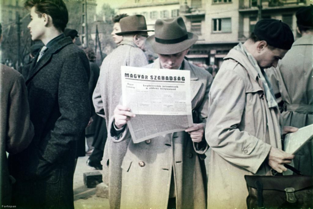 Magyar Szabadság ismeretlen helyszínen, az időpontot azonban kikövetkeztethetjük. Gimes Miklósék a Szabad Nép elárvult szerkesztőségében nyomtatták ki először október 30-án a függetlenségpárti lapot, mely összesen három számot élt meg.