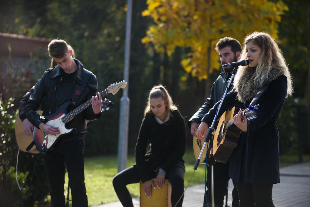 A gimnazisták alkotta Walkür zenekar saját '56-os dallal készült - Fotó: Röhrig Dániel