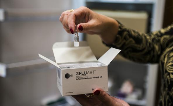 Százával telefonálnak influenza elleni védőoltásért
