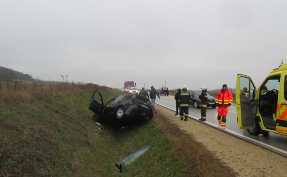 Árokba csúszott egy gépkocsi a 68-as úton