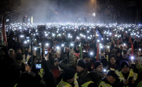 Túlcsordult a pohár: ötödik napja tüntetnek