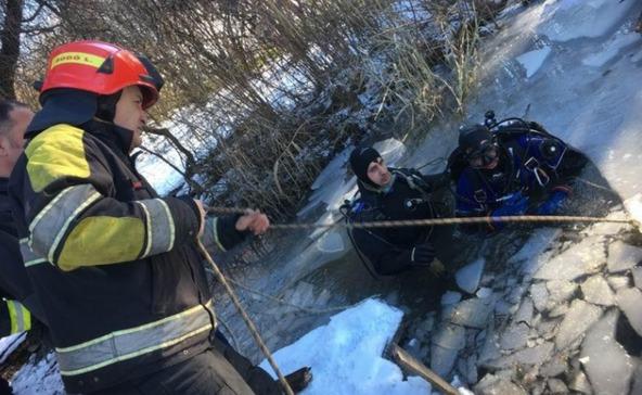 Meghalt egy jég alá szorult ember egy bárdudvarnoki tóban