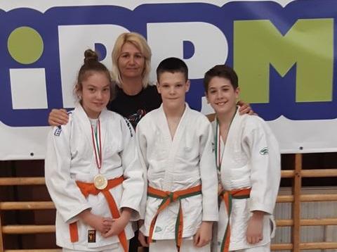 Kiváló judosaink: Takács Sára, Krápecz Levente, Kliment Zalán. Edző Novák Szilvia