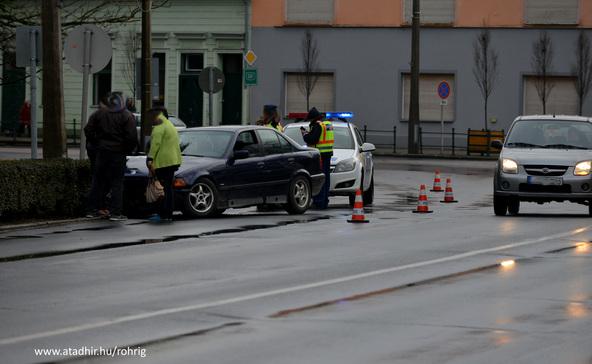 Baleset: vigyázat, csúsznak az utak!