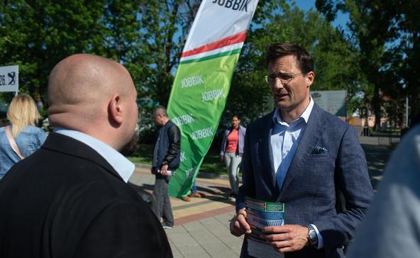Jobbik: túlmunka helyett bérfelzárkózást!