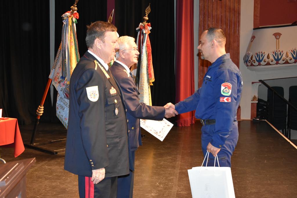 Elismerés tűzoltóknak
