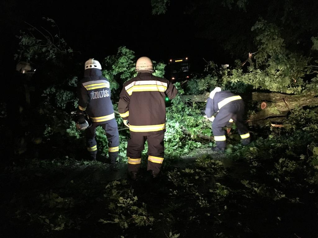 A katasztrófavéfők hamar eltávolították az útakadályt