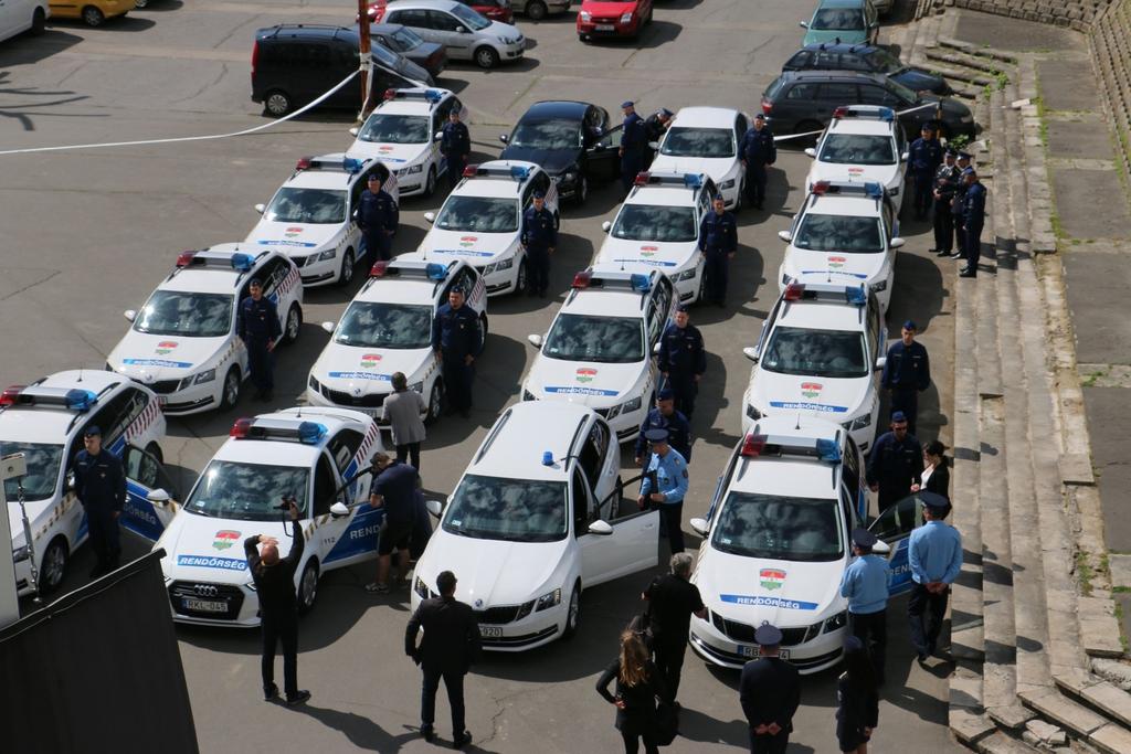 Új rendőrautók érkeztek Somogyba
