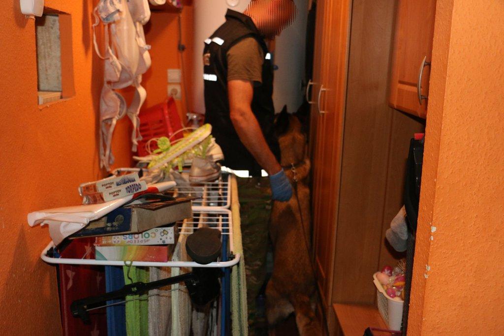 Rajtaütöttek a rendőrök a drogterjesztő bűnmegelőzési egyesületen