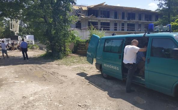 Két életveszélyes és három súlyos sérült az építkezésen