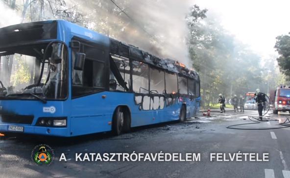Kigyulladt egy gyermekeket szállító busz