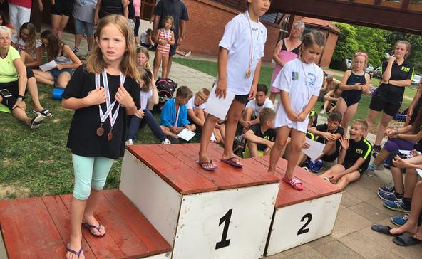 Több mint 250 úszó közt is helyt álltak a NUTE versenyzői