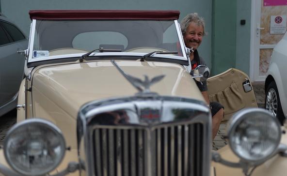 Brit autócsoda az 50-es évekből