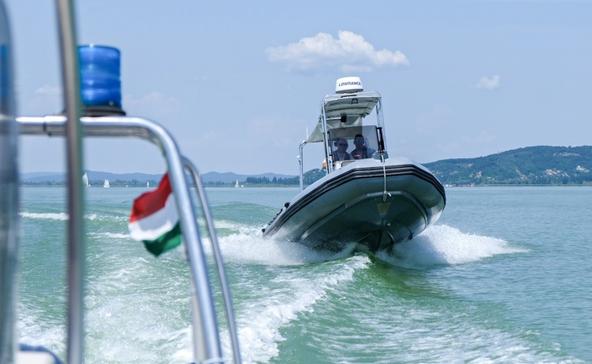 Hat embert mentettek ki szombaton a Balatonból