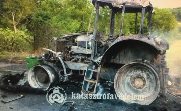 Traktor gyulladt ki-videóval, képekkel!