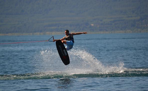 Súlyosan megsérült egy fiatal fiú wakeboard-balesetben