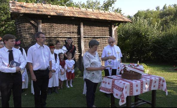 Kenyérsütés és kenyérszentelő a Vilma Házában