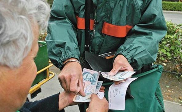 9 ezer forintos rezsiutalványt kapnak a nyugdíjasok