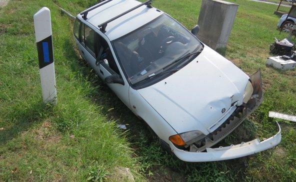 Árokba borult egy autó