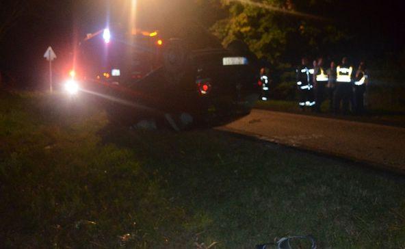 Fejtetőre borult egy autó Lábodnál