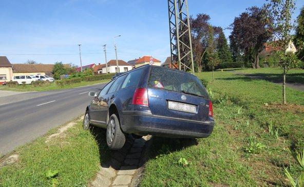 Árokba borult a lopott autóval a nagyatádi betörő