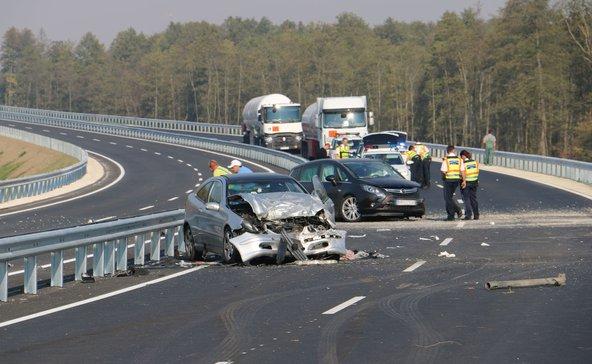 Hét sérült, három autó karambolozott