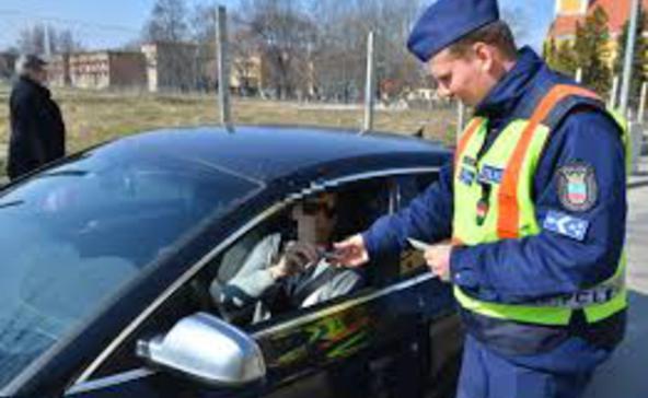 Átrendszámozta és engedély nélkül vezette az autót