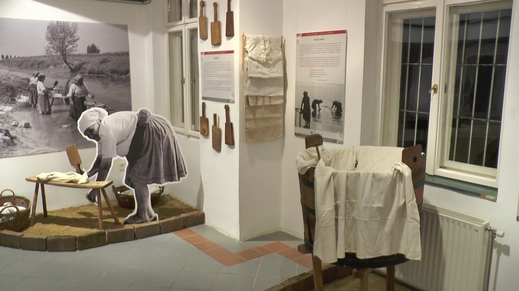 A ruhamosás múlt századi kellékei