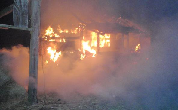 Felgyújtotta a háromgyerekes család házát