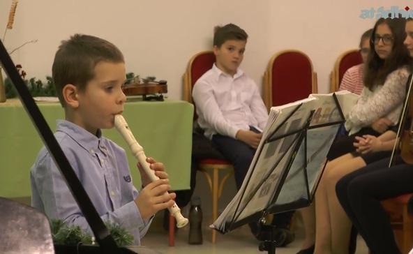 Felcsendültek a karácsony hangjai a Bárdos iskolában