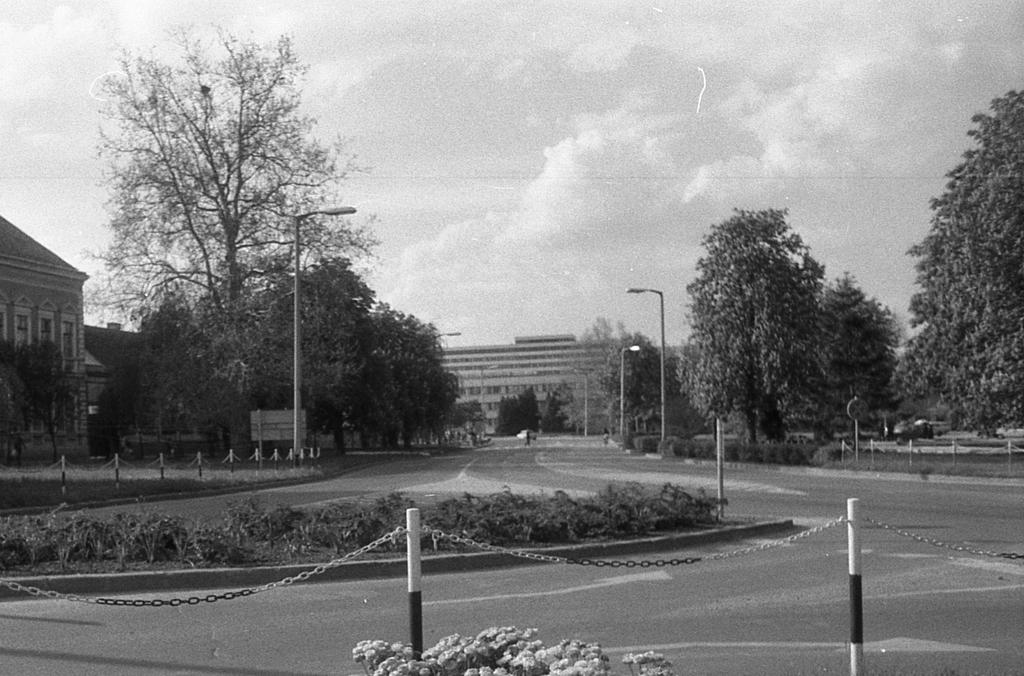 A Széchényi téri kanyar 1984 körül