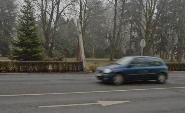 Ismeretlen tettes tört ketté autójával egy lámpaoszlopot Nagyatádon