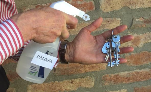 Pálinkával küzd a vírus ellen az egykori miniszter