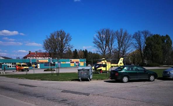 Mentőhelikopter szállt le a piactéren