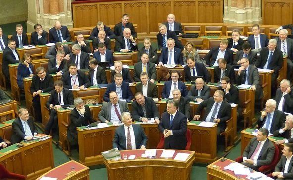 Megszavazta a veszélyhelyzet megszüntetését a parlament