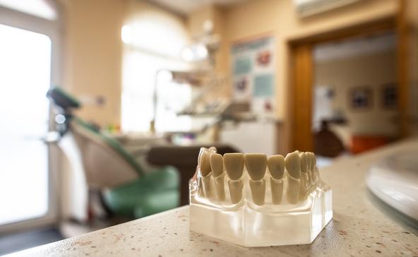 Negatív teszt lehet a feltétele a fogászati vizsgálatoknak