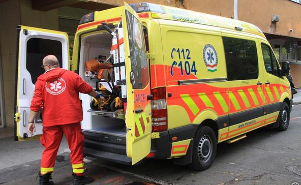 Egy betegért küzdött a mentős, miközben meglopták