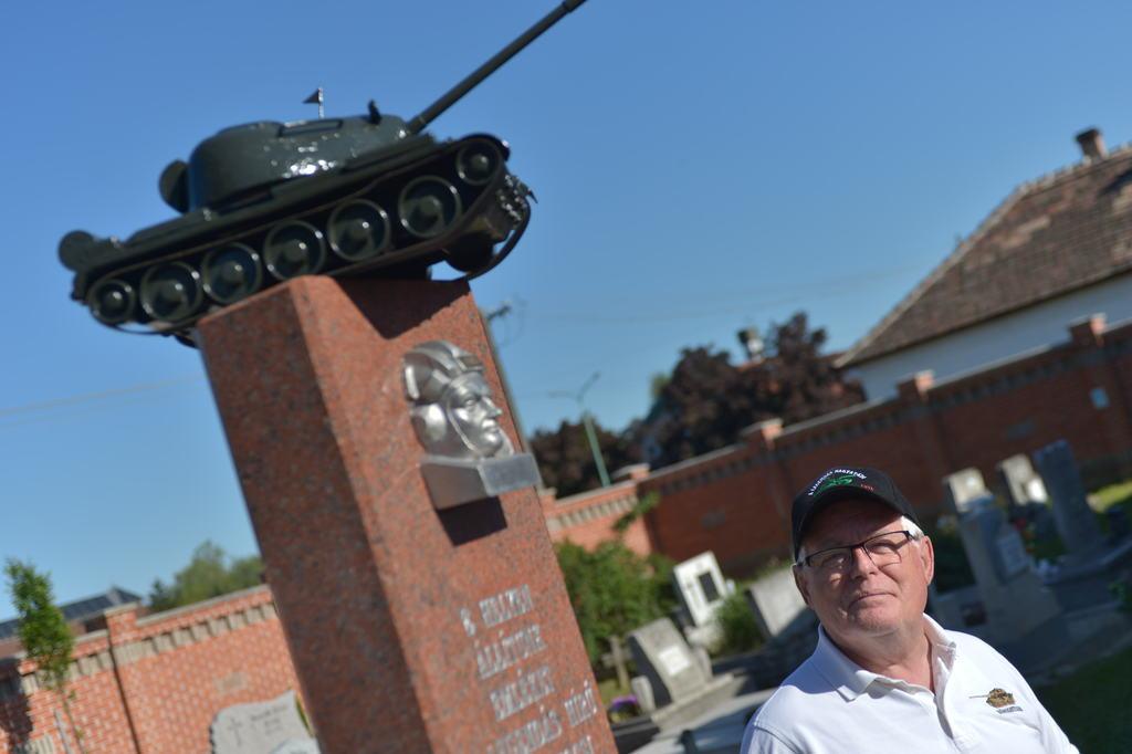 Régi vágyunk teljesült az új emlékmű felállításával - mondta Feri bácsi.
