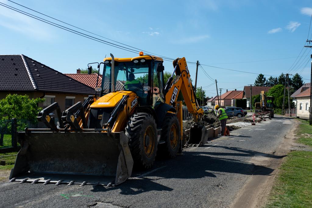 Az ady köz és a József Attila utca között zajlik a felújítás
