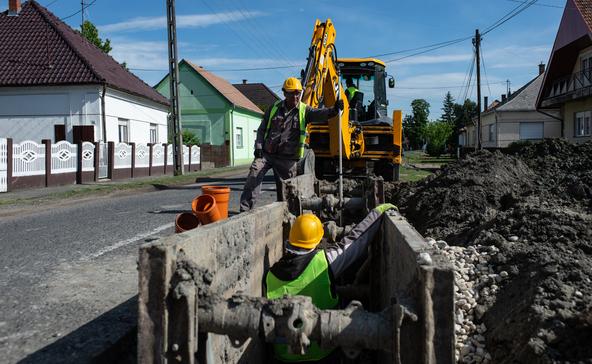 Júniusra fejezik be a henészi szennyvízhálózat felújítását