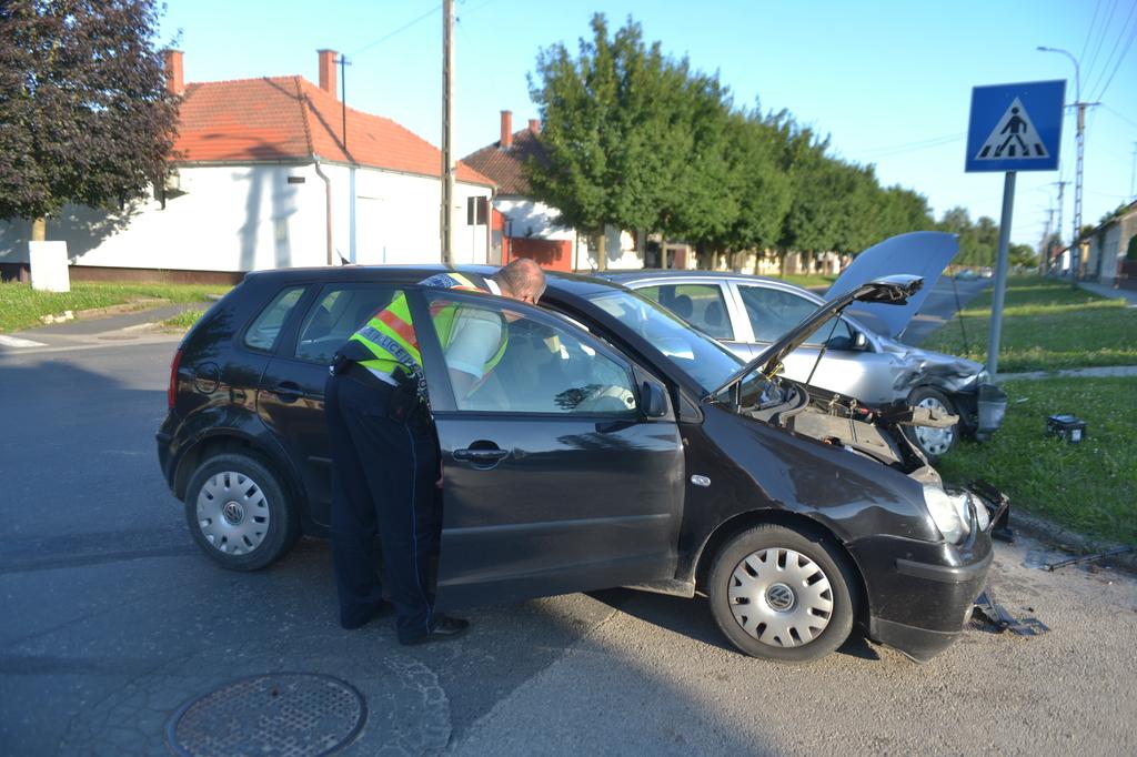 Két autó ütközött Nagyatádon. Fotók: Röhrig Dániel