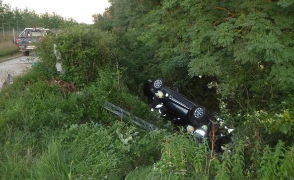 Felborult egy autó Nagyatád közelében