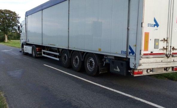 Kerékpárost sodort el a 40 tonnás kamionjával ittasan