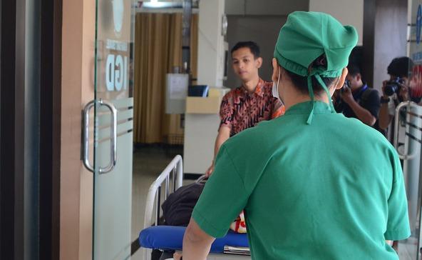 Kórházban lopott a betegektől