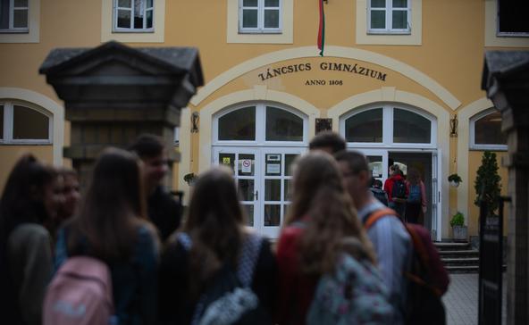 Az egyik kaposvári gimnáziumból minden diákot hazaküldtek