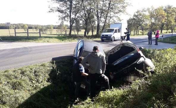 Két autó csapódott az árokba Nagyatád és Lábod között
