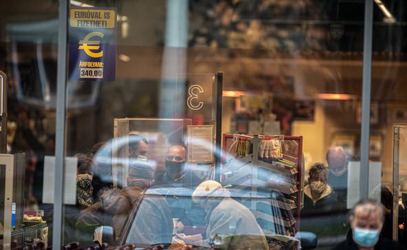 Szombattól felfüggesztik az idősek vásárlási idősávját