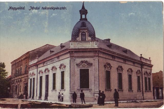 A Nagyatádi Járási Takarékpénztár épülete korabeli képeslapon (ma a könyvtár működik benne)